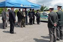 Společné hlídky česko-slovenských policistů zahájily ve čtvrtek činnost na Bumbálce.
