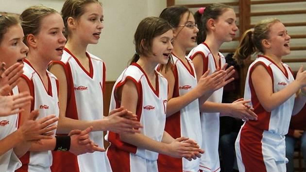 Mladší minižákyně (U12) BK Frýdek-Místek po vítězství nad vedoucím celkem tabulky SBŠ Ostrava, pro který to byla vůbec první prohra v soutěži.