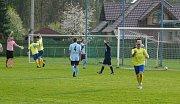 Fotbalisté Dobré (v modrých dresech) své těsné vedení nakonec neudrželi. Soupeř totiž srovnal v poslední minutě na 1:1.