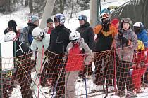 Lyžařský areál Opálená Pstruží zažil v sobotu nápor lyžařů.