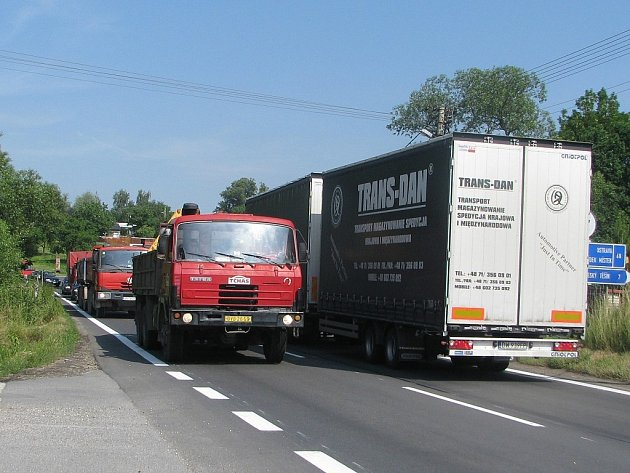 Hustá doprava v Neborech v úterý dopoledne opět potrápila řidiče.