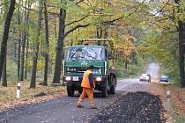 Oprava silnice v Sedlištích.