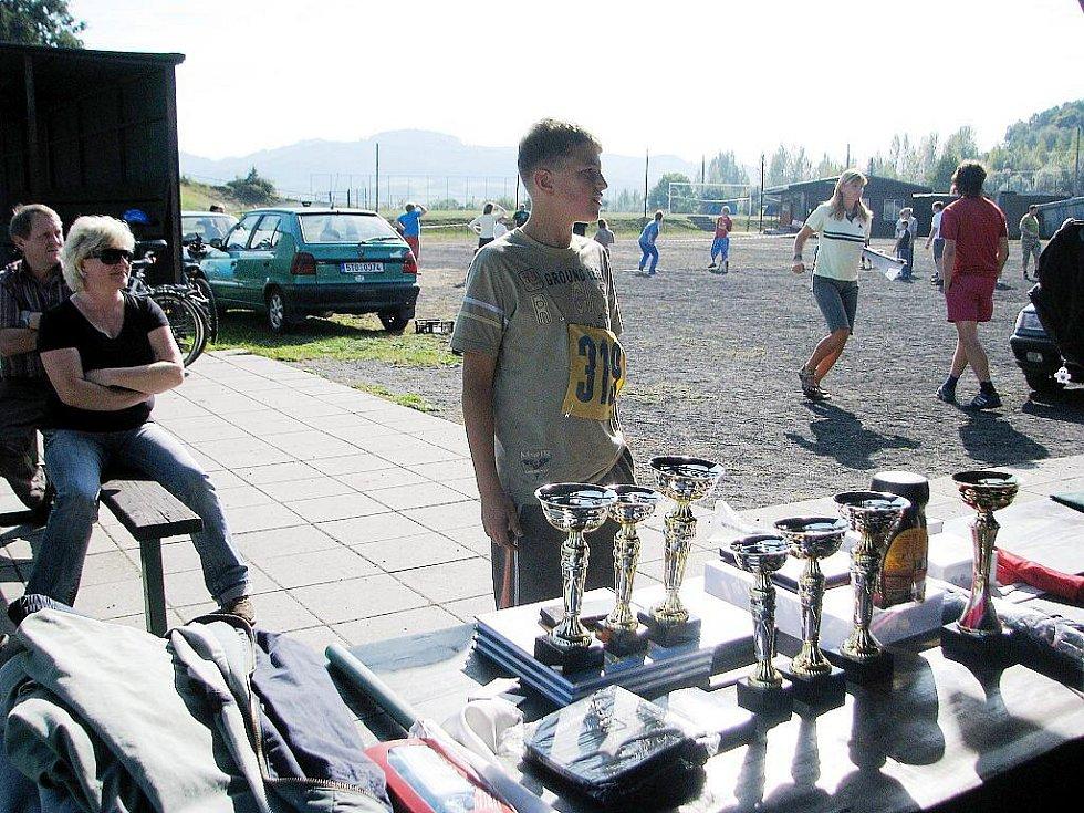 TJ Sokol Staříč uspořádal na místním hřišti Pod Okrouhlou už devátý ročník Šestiboje rodičů a dětí.