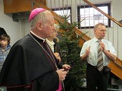Slavnostního zahájení výstavy betlému se účastnil biskup František Václav Lobkowicz.