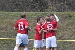 Fotbalisté Lučiny (červené dresy) v posledním podzimním zápase vyhráli na hřišti ČSAD Havířov 2:1.