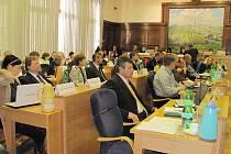 Ve Frýdku-Místku zastupitelé města schválili rozpočet na rok 2011. Odsouhlasili jej na 2. zasedání Zastupitelstva ve Frýdku-Místku, které se konalo ve čtvrtek 16. prosince.
