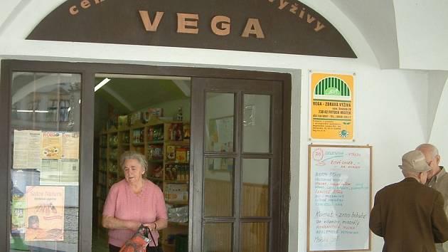 Prodejna Vega na frýdecko-místeckém náměstí Svobody i společnost Vega Provita patří jednomu majiteli.