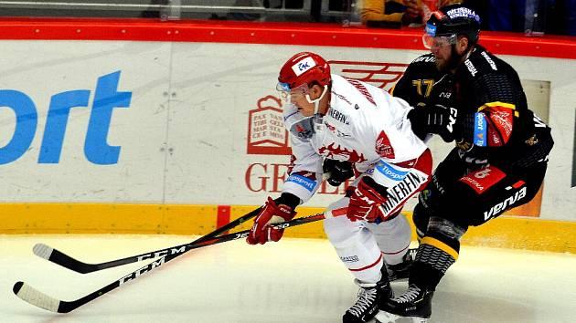 Aron Chmielewski (vlevo) kvituje, že v české lize je další polský hráč.