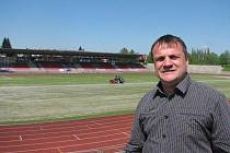 Ředitel třinecké organizace STARS Radek Procházka. Na snímku v areálu v Lesní ulici, jehož součástí je moderní atletický stadion.