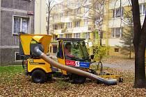 Úklid listí je jednou z činností, které ve Frýdku-Místku provádí městská společnost TS. Právě úklid města a údržba veřejné zeleně patří mezi služby, které respondenti hodnotí nejlépe.