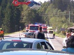U nedělní nehody ve Starých Hamrech zasahoval i vrtulník.