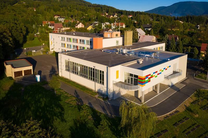 Letecký pohled na Galerii Karla Svolinského v Kunčicích pod Ondřejníkem. Archiv obce Kunčice pod Ondřejníkem