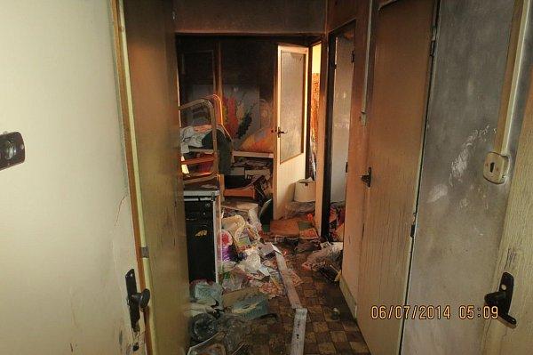 Po požáru bytu ve Frýdku-Místku zemřela starší žena. Snímek zmísta tragické události.