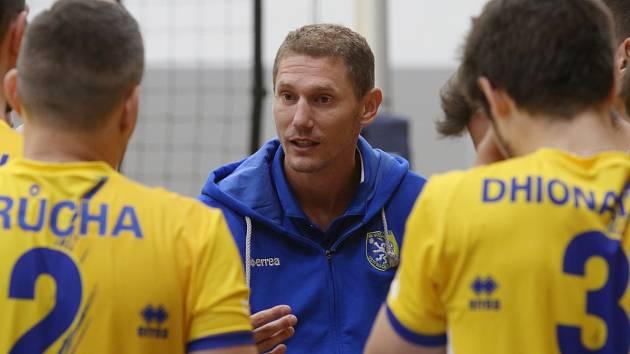 Novým trenérem Black Volley Beskydy se stal sedmatřicetiletý Jakub Salon, který v uplynulých dvou ročnících extraligy vedl Ústí nad Labem. Smlouvu v novém klubu podepsal na dva roky s opcí.