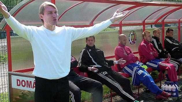 Třinci se prozatím pod trenérskou taktovkou Lubomíra Luhového (vlevo) daří.