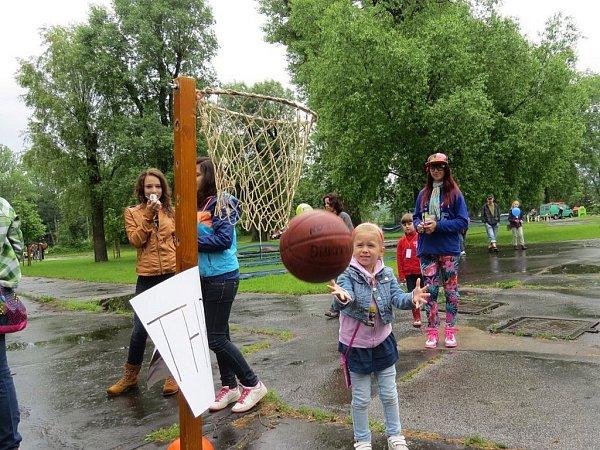 Dětský den se Schäfer school hostil vsobotu 1.června areál místecké restaurace Golf.