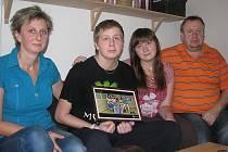 Rodina Pokludova pěkně pohromadě – zleva: maminka Gabriela, syn Petr, dcera Gabriela a tatínek Petr.