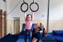 Bývalá mistryně republiky Karolína Machalová spojila svůj život s gymnastikou a dětmi - snímek nám zapůjčila ze svého archivu..