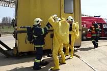 Tři desítky profesionálních a dobrovolných hasičů se zapojily ve čtvrtek 18. dubna po poledni do taktického cvičení v areálu akciové společnosti Biocel Paskov, které mělo mimi jiné procvičit nový vnější havarijní plán firmy.