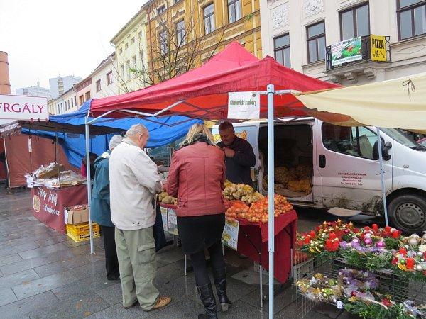 Farmářský trh na náměstí Svobody vMístku.