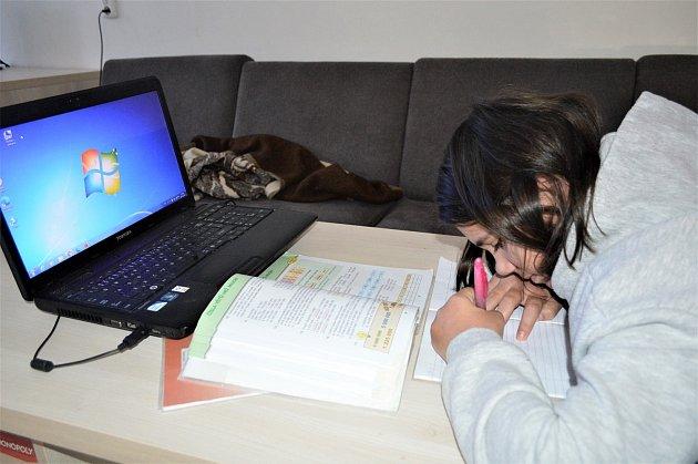 Školáci zbeskydského Dětského domova Čeladná už nebudou muset při distanční výuce čekat na volný počítač, výpočetní techniku potřebnou pro výuku ivolný čas dětí získali nečekaně hned od dvou dárců najednou.