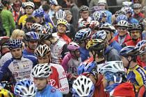 Na prvním ročníku závodu horských kol Škoda Bike Marathon v Brušperku se sešla téměř tisícovka jezdců ve všech věkových kategoriích.