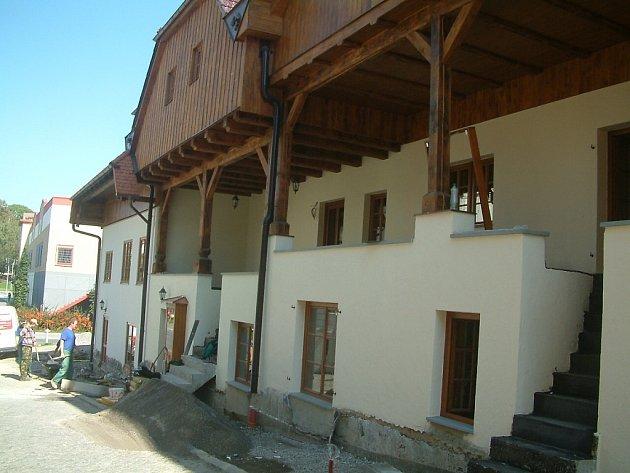 Janáčkovy domy na ulici Hluboká pod frýdeckým náměstím.
