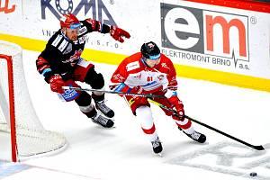 Jedním z úspěšných střelců úterního večera byl kapitán Ocelářů Martin Adamský (vlevo). Dal svůj první gól v nové extraligové sezoně. V Lize mistrů se už trefil.
