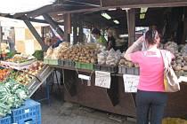 Nákupy na trzích jsou pro mnoho zákazníků atraktivní. Podle trhovců je zajímá původ ovoce a zeleniny, největší zájem je o české plody.