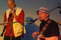 ILUSTRAČNÍ FOTO: Buty (vpravo frontman kapely Radek Pastrňák)
