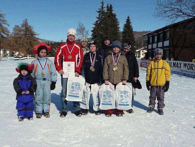 Kozlovický Team 2010. Zleva stojí: L. Matušinský, M. Matušinský, M. Krpec, R. Foldyna, O. Krpec, J. Špok, D. Doležel, M. Vyvial, D. Tabach.