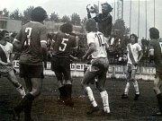 Frýdecko-místecký záložník Coufal se raduje z gólu v soupeřově síti.