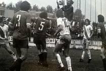 Fotbalisté Válcoven plechu Frýdek-Místek se dvě kola před koncem sezony (1975/76) vrátili zpět na druhé místo druholigové tabulky.