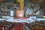 Interiér nové baziliky se zázračným obrazem