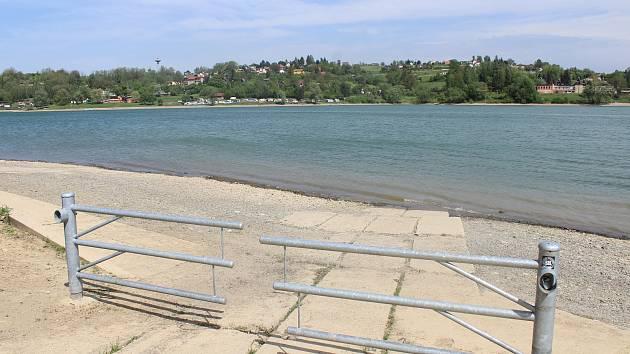 Úbytek vody trápí také Žermanickou přehradu, během týdne tam hladina poklesla o pětadvacet centimetrů.