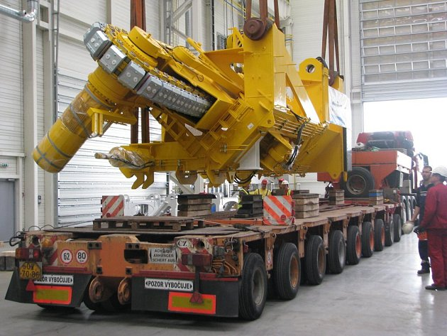 Sviadnovská firma Huisman Konstrukce expedovala část zařízení na pokládku potrubí v moři.
