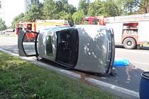 Tragédie se odehrála v neděli před devátou hodinou dopoledne na rychlostní silnici R 56 ve Frýdlantu nad Ostravicí. Zhruba na úrovni zdejší železniční stanice hned dva osobní automobily postupně zachytily dívku, která spolu s matkou přecházela silnici.