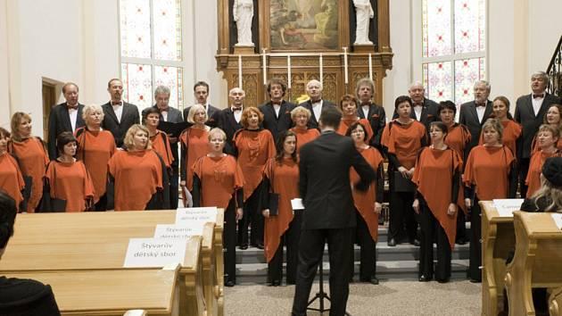 Pěvecké sdružení Martinů během vystoupení.