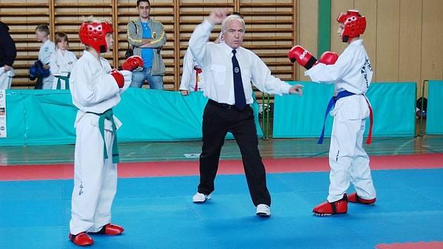 Finálový boj v Matsogi žáků ve váhové kategorii do 44 kg mezi Radimem Kosturou (vlevo) a Adamem Michalčákem.