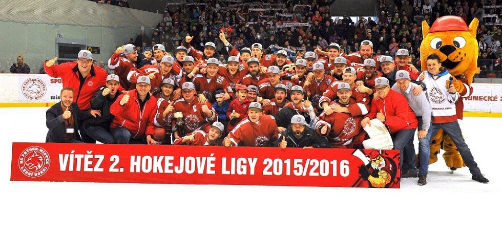Už je to uděláno, už je to hotovo! Tohle si mohli s chutí zařvat druholigoví hokejisté Frýdku-Místku (v červeném), kteří si vybojovali letos postup do WSM ligy.
