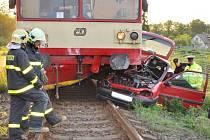 Večerní srážka motorového vlaku a felicie ve Frýdku-Místku.