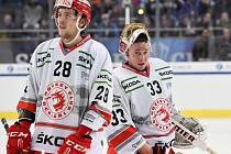 Lukáš Daneček (vpravo) možná sám nečekal, že si zachytá podobný zápas. Vedle něj ústřední postava Třince Martin Gernát.