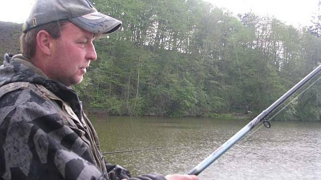 Rybář Labaj z Milikova nejraději rybaří v okolí místa bydliště.