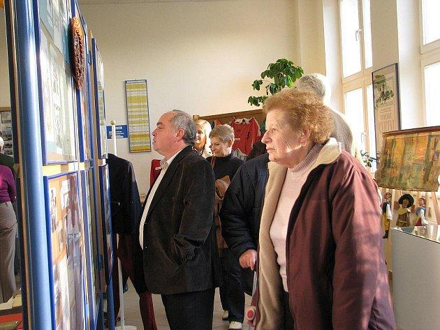 Historii organizací a spolků v Palkovicích přibližuje od pátku do neděle výstava ve zdejší základní škole.