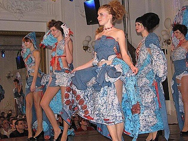 Střední škola oděvní a obchodně podnikatelská z Frýdku-Místku se předvedla na módní přehlídce v Národním domě.