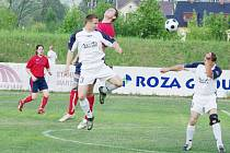 Fotbalisté Bystřice nad Olší (v červeném). Ilustrační snímek.