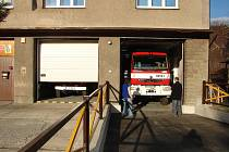Cisternová automobilová stříkačka bude sloužit střídavě po půl roce v Pražmě a Morávce.