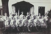V Sedlištích byla Tělovýchovná jednota Československého Orla založena 9. března 1924 a patřila do 5. okrsku Lašské Kadlčákovy župy se sídlem ve Frýdku. V roce 1925 měla 37 členů, z toho 21 mužů a žen, 8 dorostenců a dorostenek a 8 žáků a žaček. Na počátku