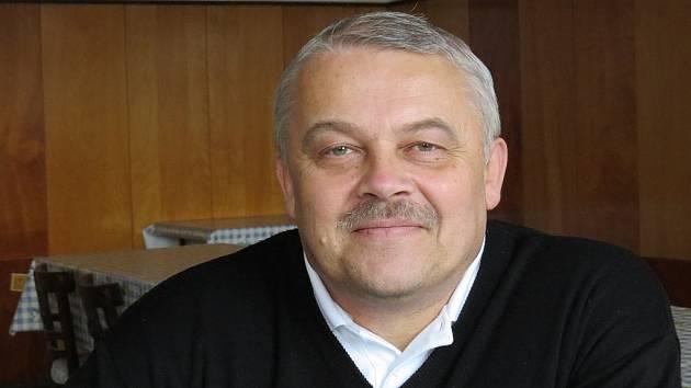Jiří Čumíček šéfuje frýdeckým chovatelům okrasného a exotického ptactva. Organizace momentálně čítá sedmadvacet členů, mezi nimiž jsou také ženy.