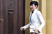 Pražská vrchní státní zástupkyně Lenka Bradáčová přichází na zasedání Bezpečnostní rady státu kvůli změnám ve struktuře policie 14. června v Praze.